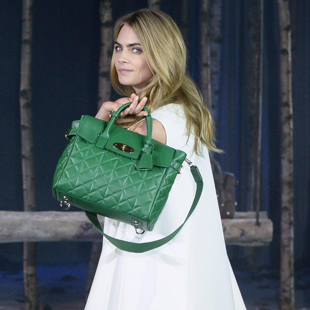 65f150bb87 ... fashion icon και της εταιρείας Mulberry δημιούργησαν τη three-in-one  style Cara τσάντα η οποία μπορεί να κρατηθούν ως σακίδιο
